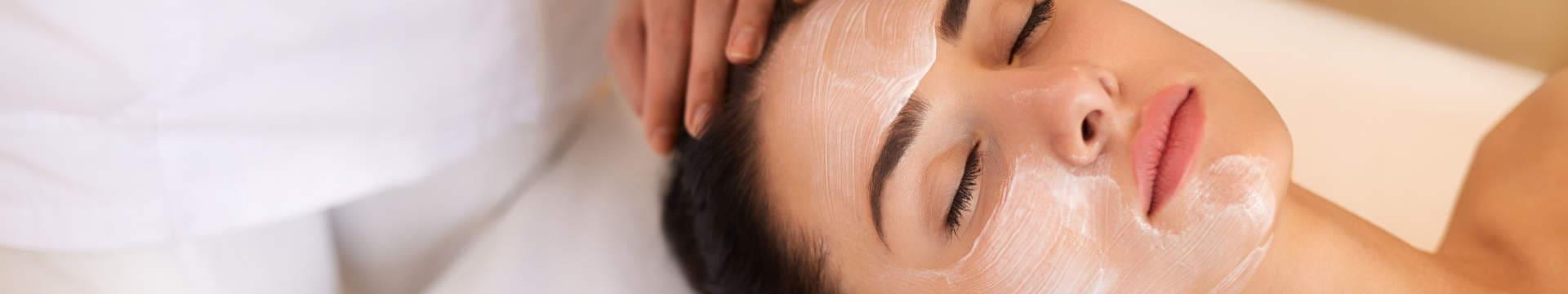 Zabiegi kwasami Peel Mission: Aza Peel,  Lacto Peel,  Skin Revital,  Vitamin C Peel